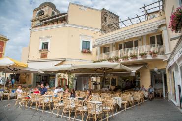 Al piccolo bar (Capri)
